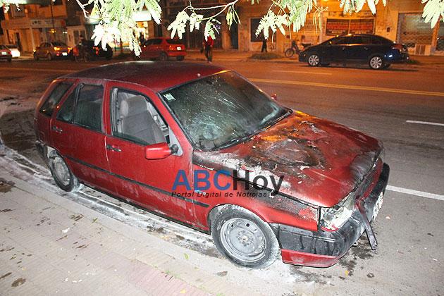 Se incendi� un auto en avenida Espa�a