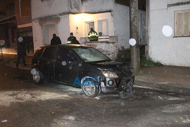 Alerta por explosi�n y posterior incendio de un auto