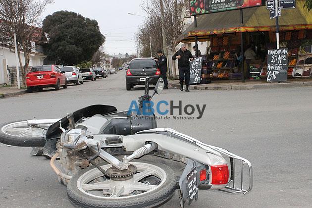 Choque entre auto y moto dej� un herido leve