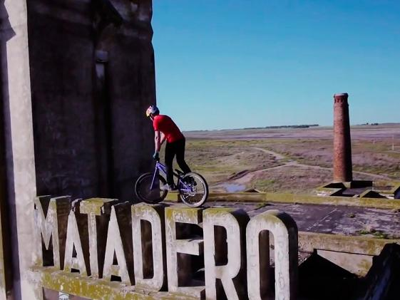 Espectacular corto de BMX filmado en Epecu�n