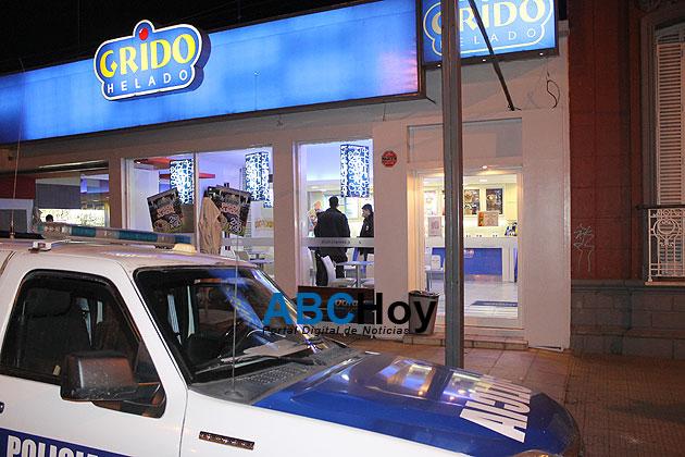 Ins�lito: nuevo asalto a una helader�a Grido, mismo delincuente