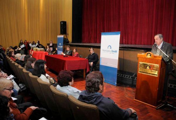 Se firmaron 260 escrituras en el Teatro del Fuerte
