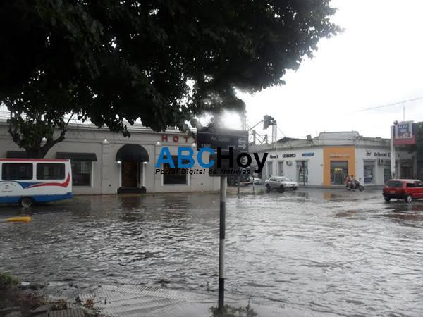 Varios sectores se anegaron con la intensa lluvia de este viernes