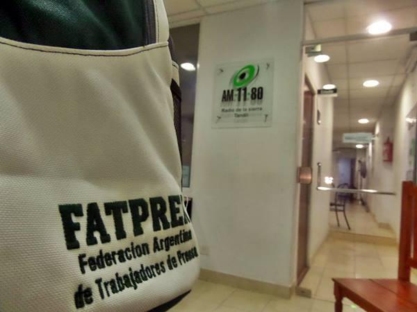 Fatpren Tandil entreg� mochilas escolares y perfila su paritaria