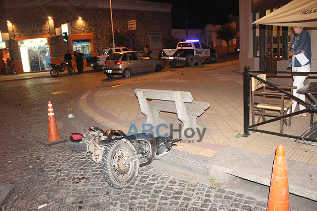 Automovilista hizo una mala maniobra y provoc� un choque con una moto