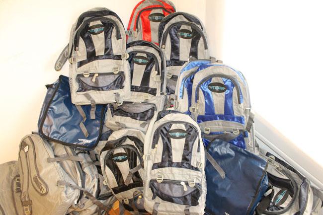 Gastron�micos sigue entregando mochilas y �tiles escolares para los afiliados