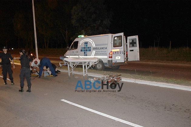 Un hombre herido grave al caer de su moto