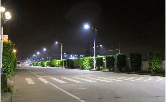 La provincia instala m�s luminarias LED en los municipios