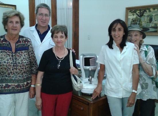 Importante donaci�n de la Comisi�n de Damas al Santamarina