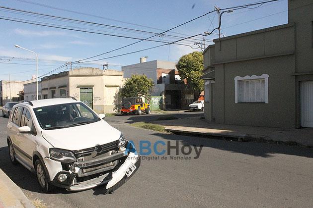 Violento choque en Alsina y Montevideo