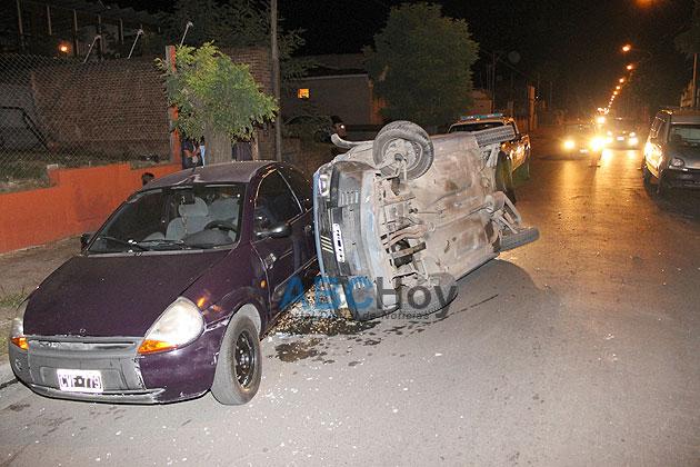Choque y vuelco en avenida Lunghi