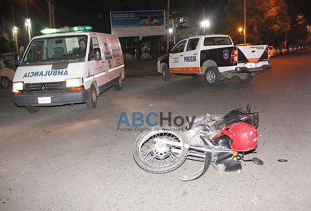 Un joven herido en choque de auto y moto
