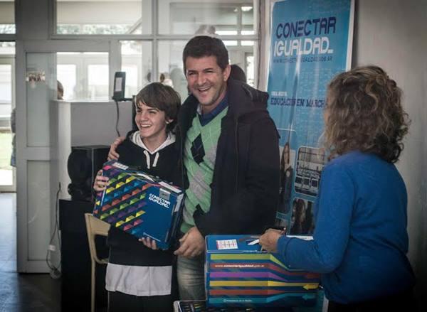Anses entreg� nuevas notebooks a alumnos en Mar�a Ignacia (Vela)