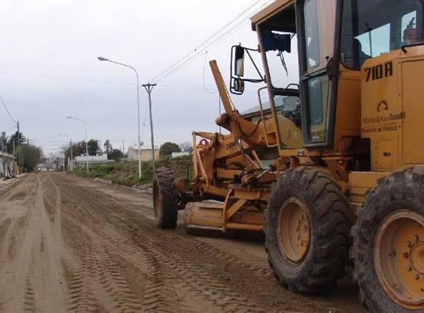 Avanzan las tareas de arenado y mejoramiento de calles de tierra