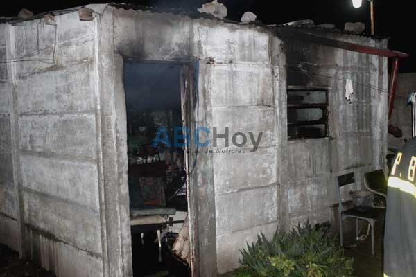Un hombre grave al incendiarse la casa que habitaba