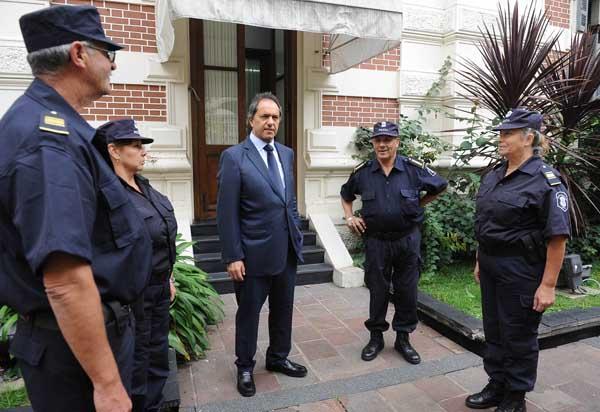Scioli envi� a su custodia a realizar tareas de prevenci�n en la calle