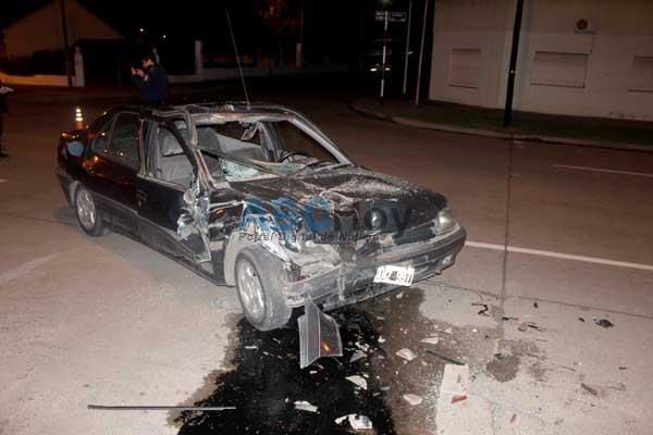 Automovilista herido tras chocar violentamente contra un acoplado estacionado