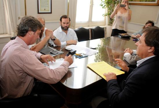 Se firm� el contrato para la construcci�n de los nuevos consultorios externos