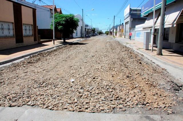 Con trabajos en la calle Arana se avanza con el plan permanente de repavimentaci�n