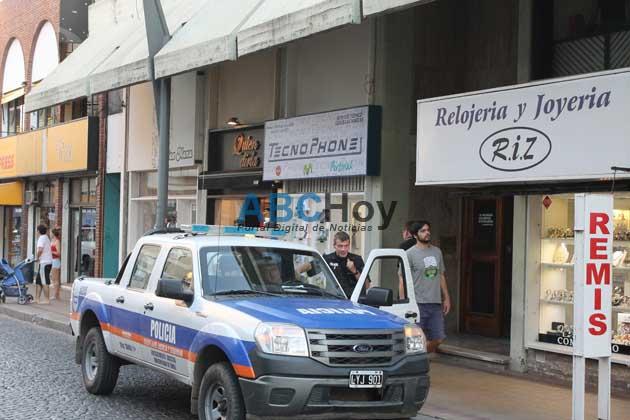 La polic�a cerca de los responsables del asalto a negocio de venta de celulares