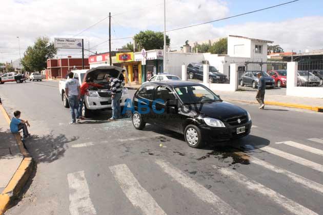 Dos heridos en triple choque