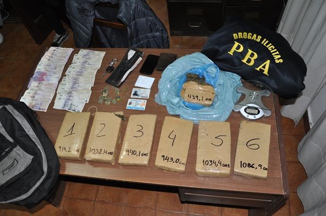 Detienen a hombre con casi seis kilos de droga en su auto